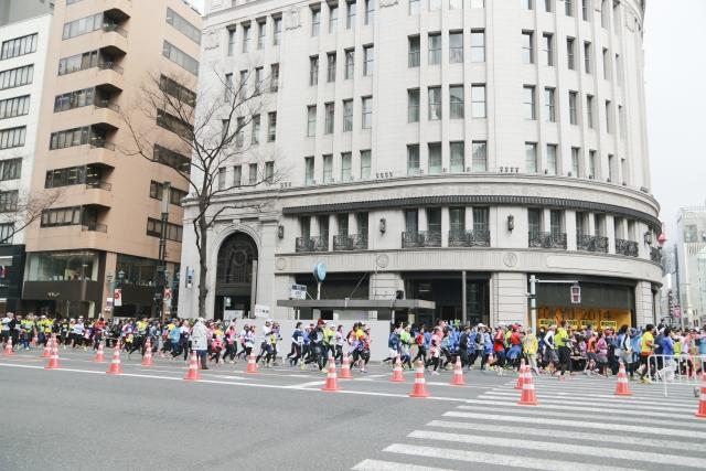 東京マラソン優勝者と勝負!一般人が襷を繋ぐと何人で勝てる!?